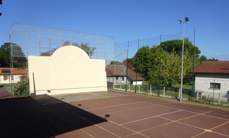 Poursuite de la réfection du fronton